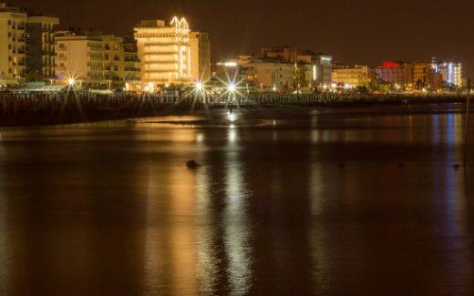 mare-riccione-notte_800x342